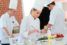 Vestuari i uniformes per a escoles d'hoteleria i pràctiques sanitàries